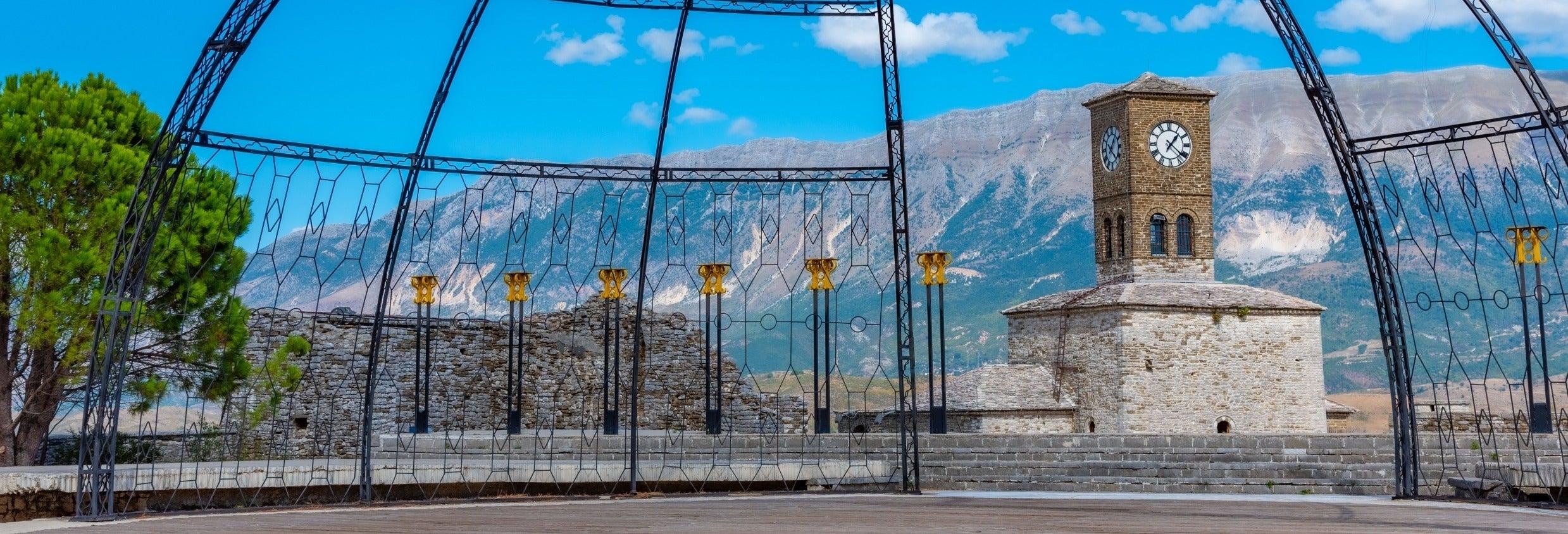 Excursão a Gjirokastra e Castelo Lëkurësi