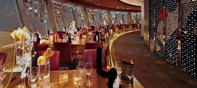 Cena de lujo en el restaurante de la Torre de la Televisión
