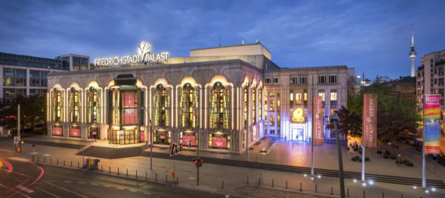 Espetáculo VIVID Grand Show no Teatro Friedrichstadt-Palast