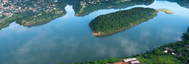 Passeio de barco pelos rios Paraná e Iguaçu