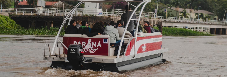 Paseo en barco por el río Paraná