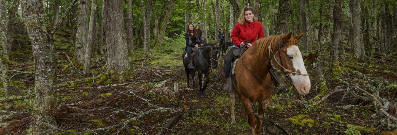 Paseo a caballo por el lago Escondido