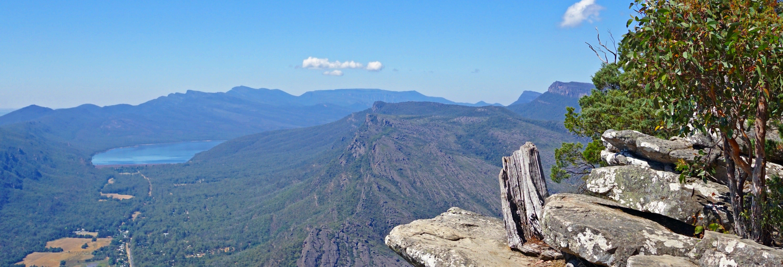 Trilha pelo Parque Nacional Grampians ou pela Ilha Phillip