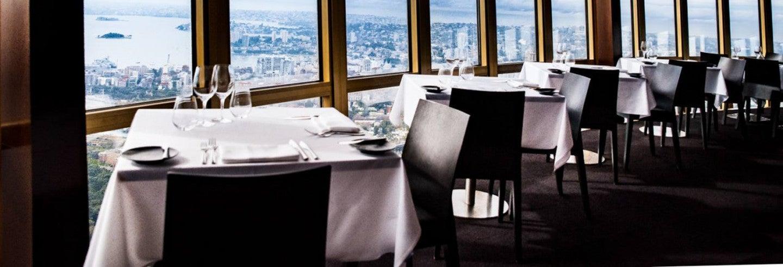 Comida en el restaurante giratorio de la Torre de Sídney