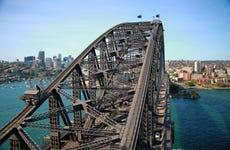 Escalada por el Puente de la Bahía por la mañana