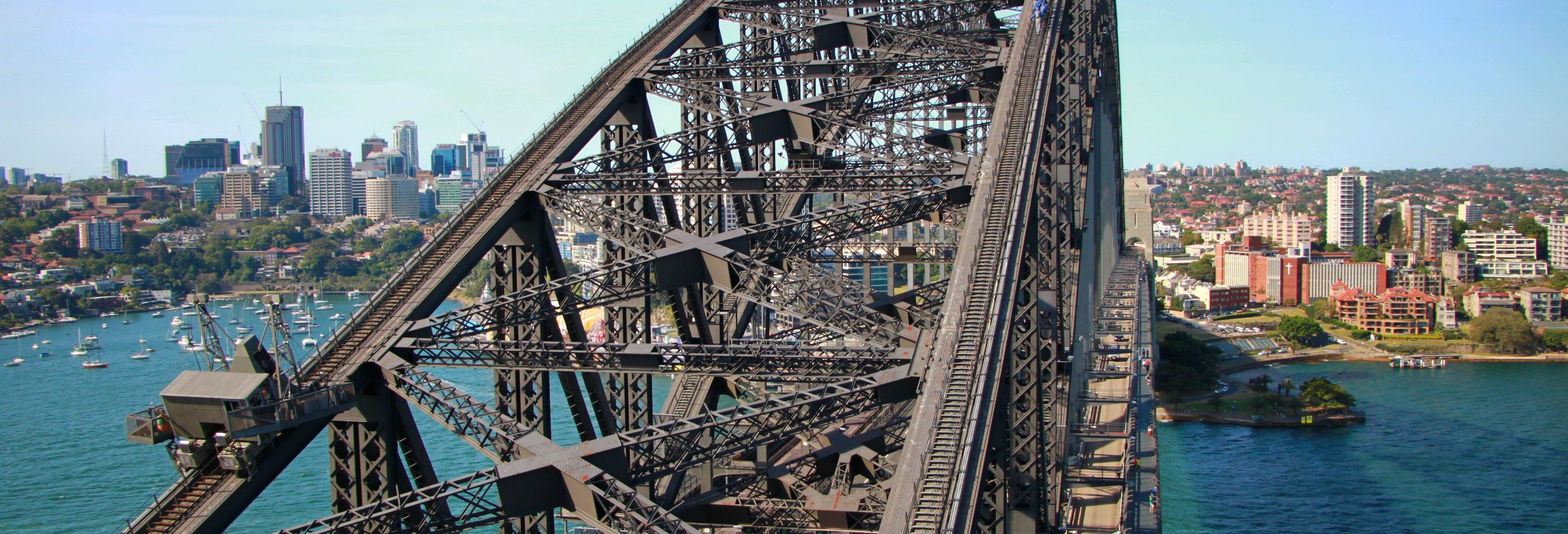 Arrampicata sul Sydney Harbour Bridge di mattina