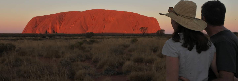 Excursão ao Parque Nacional Uluru-Kata Tjuta ao entardecer