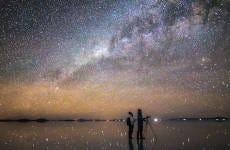 Observación de estrellas en el salar de Uyuni