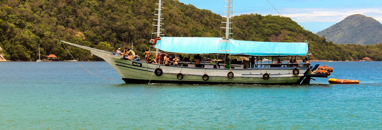 Passeio de barco pelas praias de Angra dos Reis