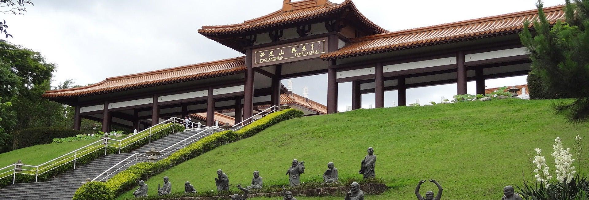 Excursão ao templo budista Zu Lai + Embu das Artes