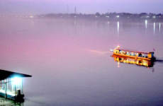 Paseo en barco al atardecer por el río Mekong
