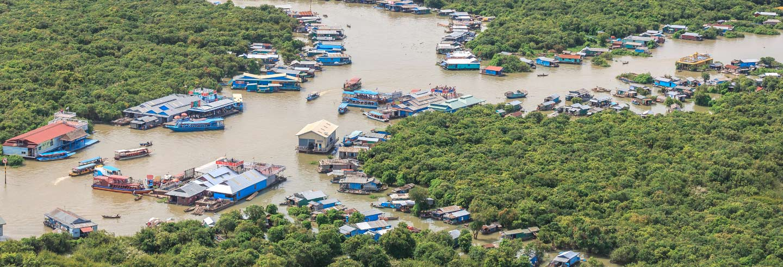 Passeio de barco pelo lago Tonle Sap