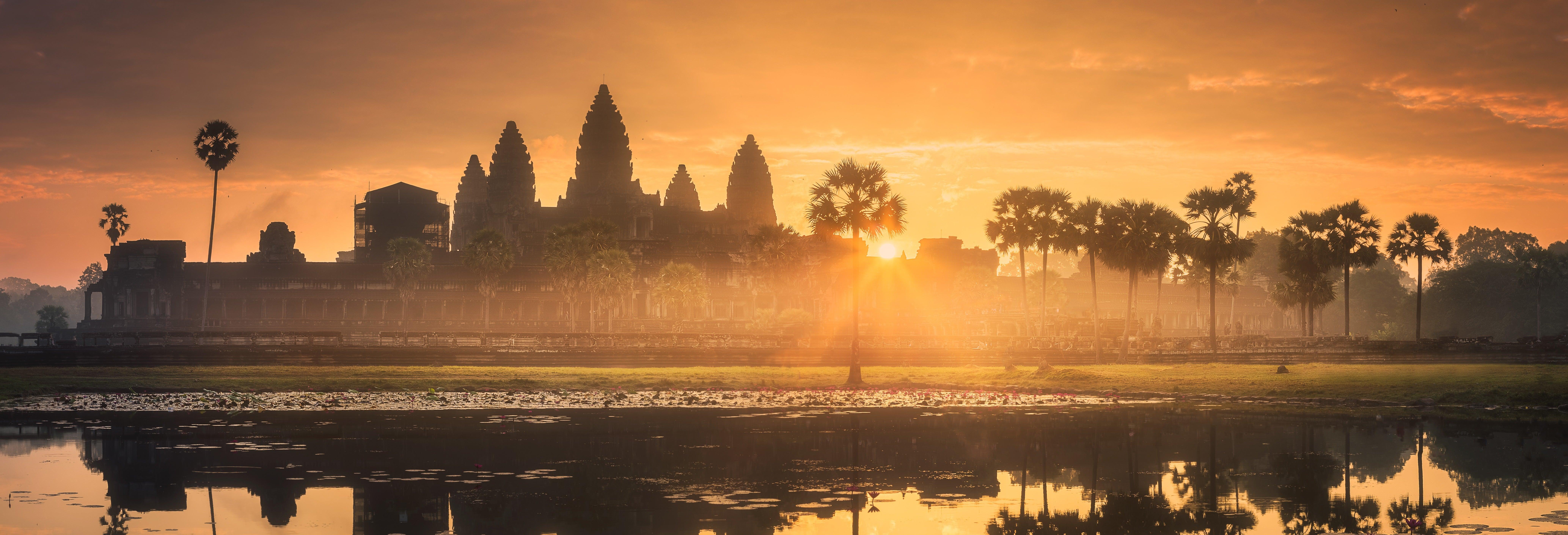 Templi di Angkor all'alba o al tramonto