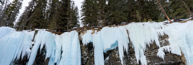 Excursión a las cascadas congeladas del Cañón Johnston