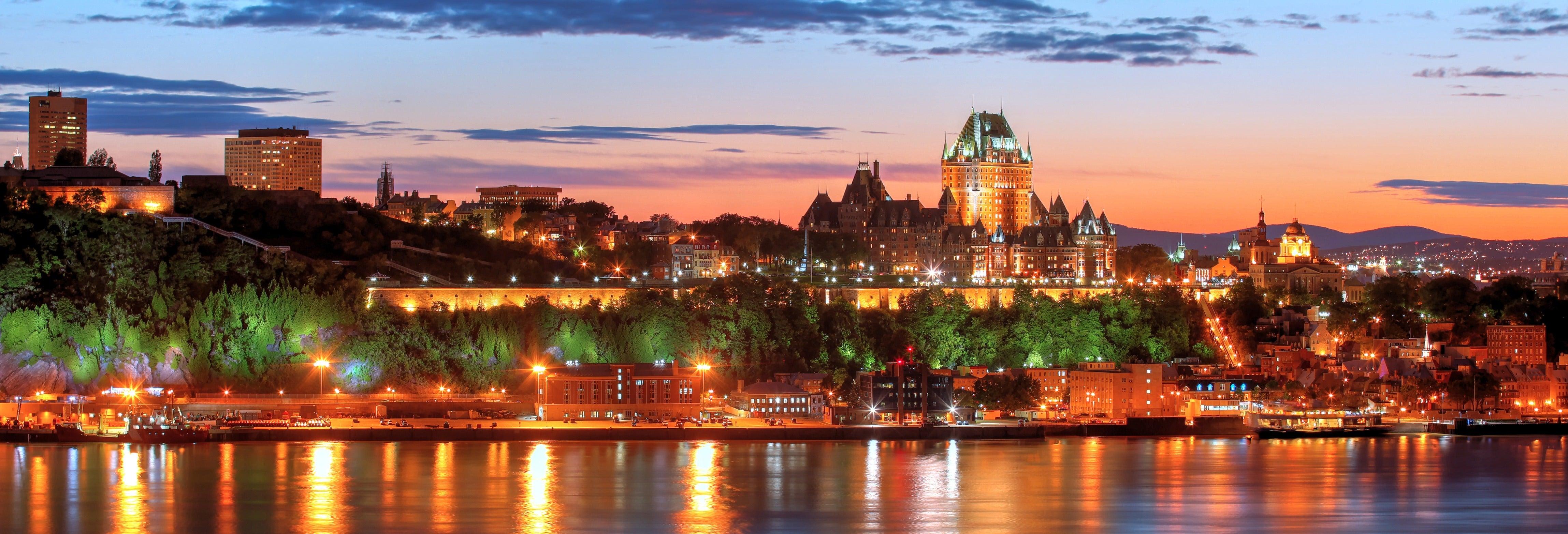 Balade en bateau au coucher de soleil à Québec