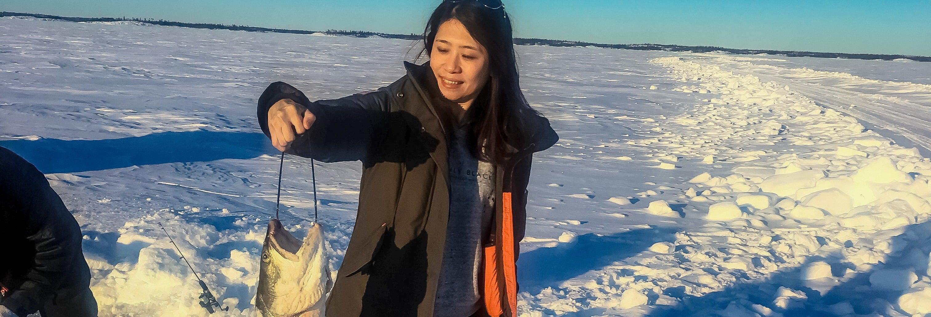 Pesca en el hielo en el Great Slave Lake