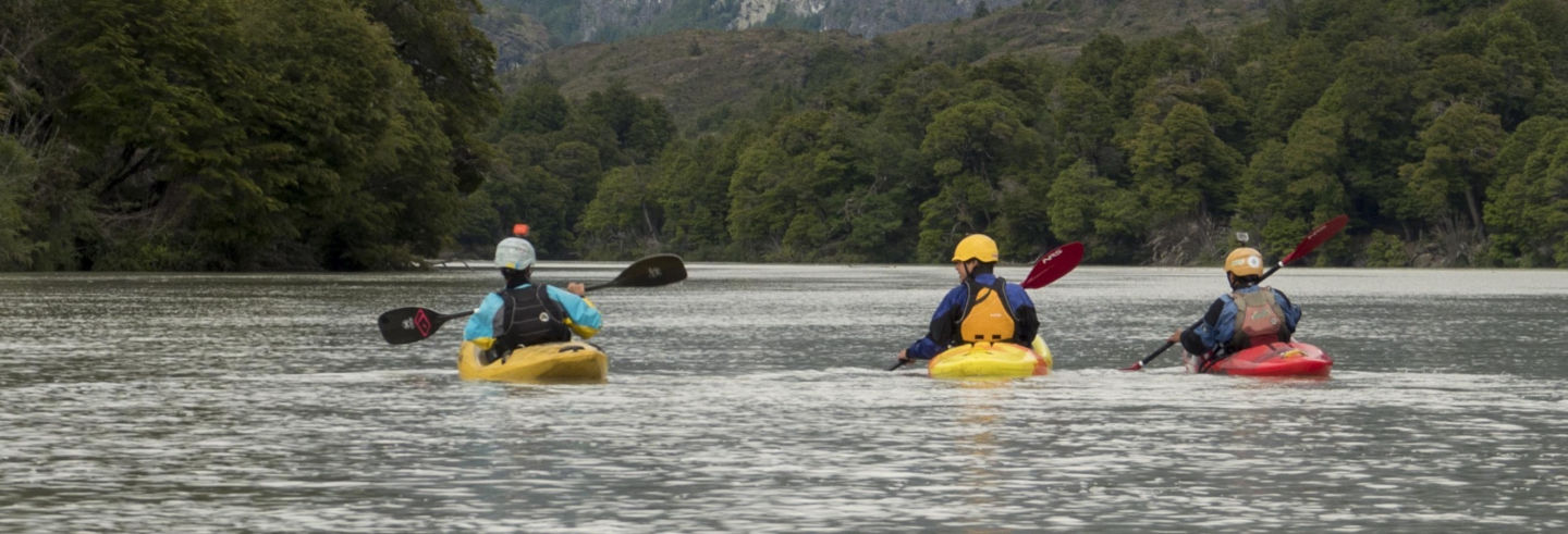 Curso de kayak en el río Baker