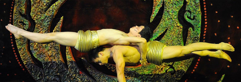 Espetáculo acrobático no Teatro Chaoyang