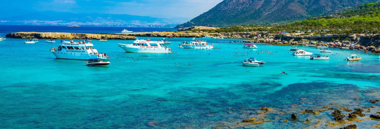 Paseo en barco por el Lago Azul