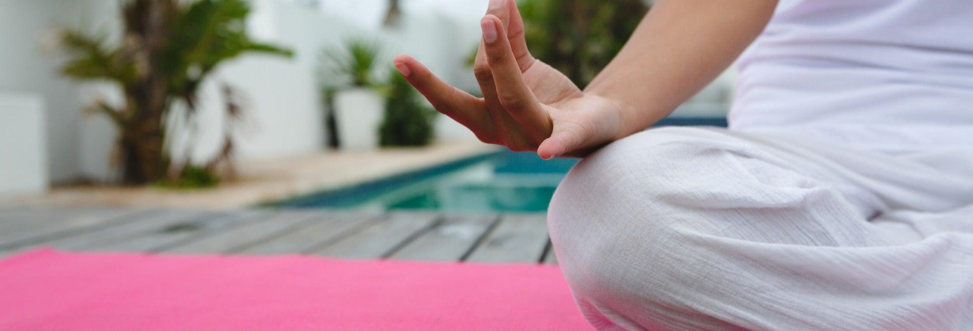 Yoga en el Namasté Beach Club de Tierra Bomba