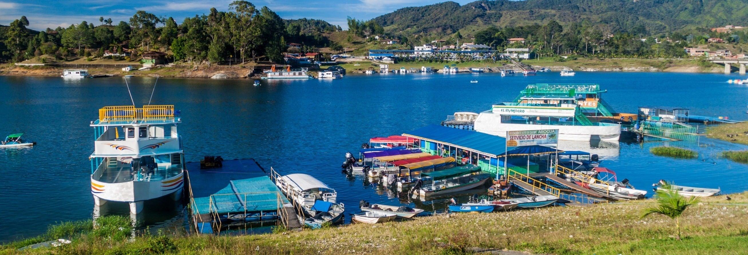Alquiler de barco sin licencia en el embalse de Guatapé
