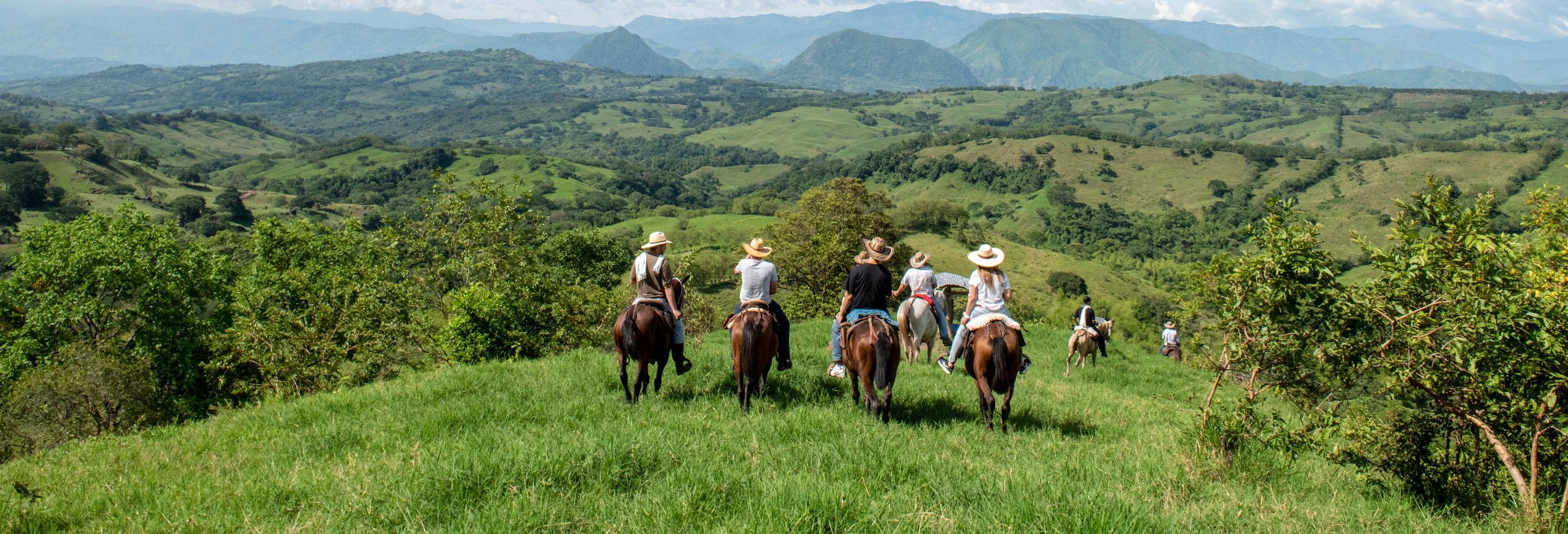 Paseo a caballo por Guatapé