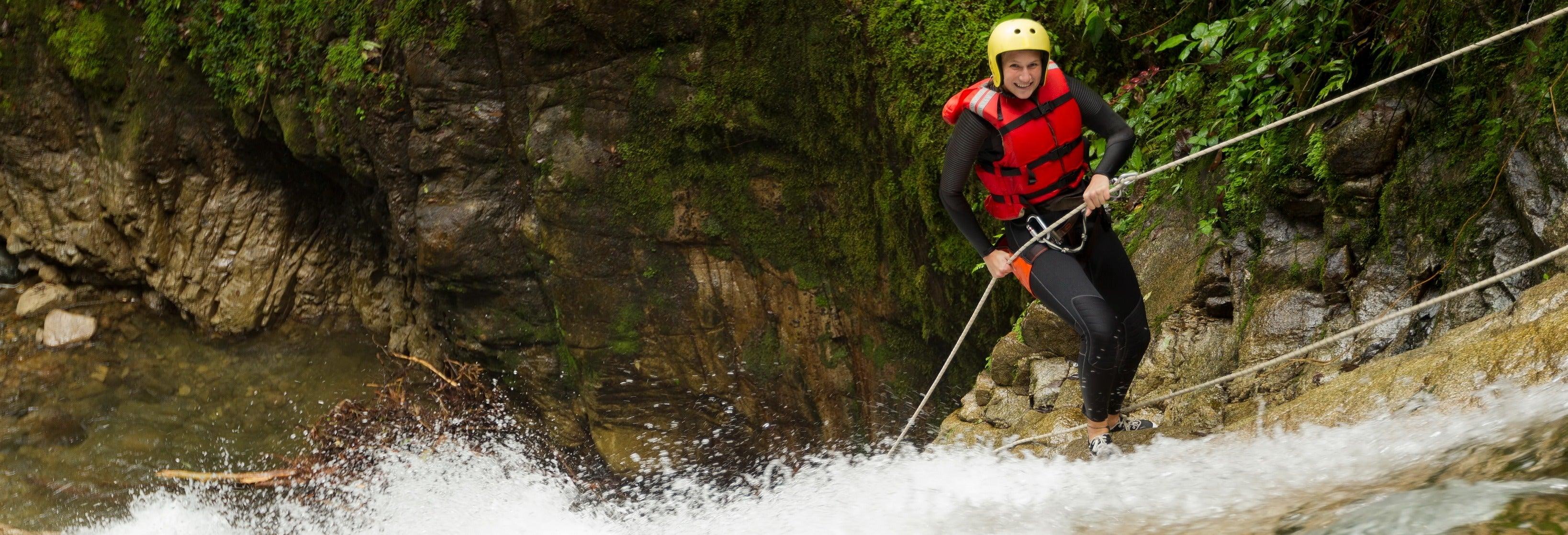 Trekking y rápel en el río Guatapé