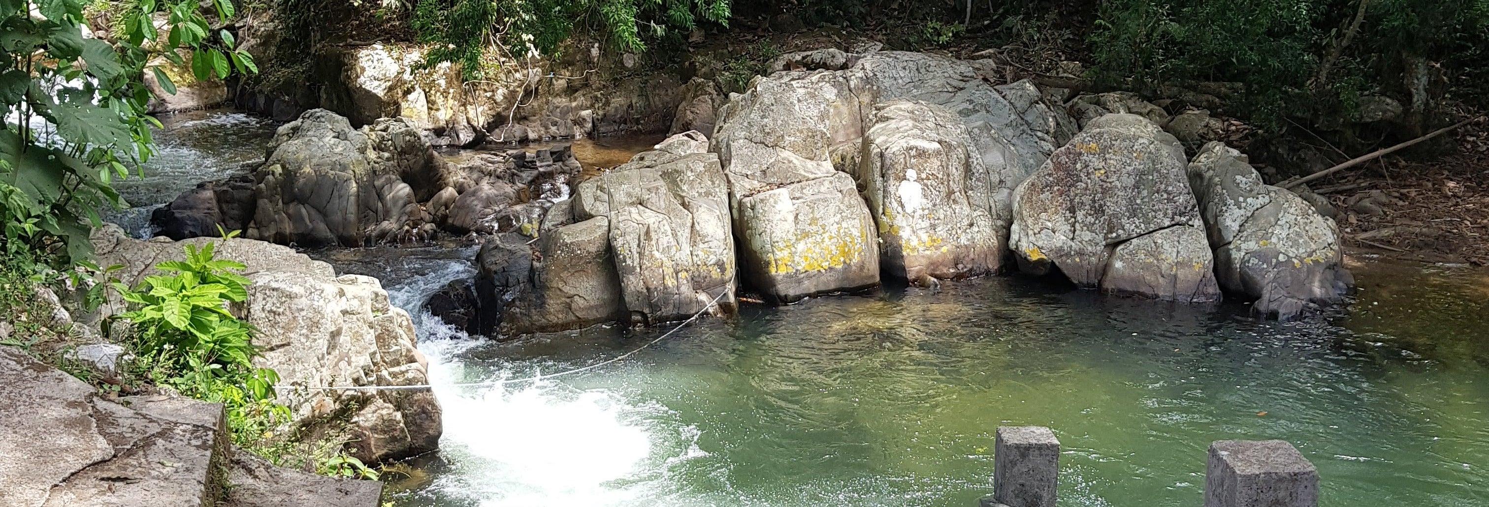 Excursión privada al balneario Villa del Río y senderismo por el río Sucio