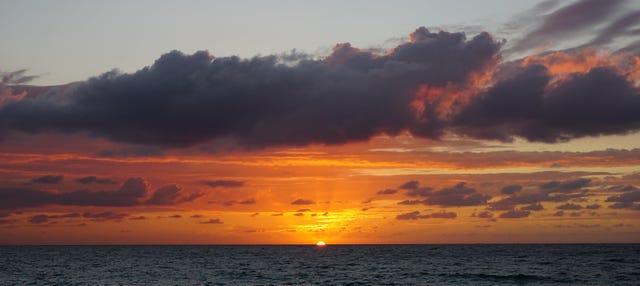 Paseo en velero al amanecer
