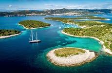 Crucero por las islas Pakleni al atardecer