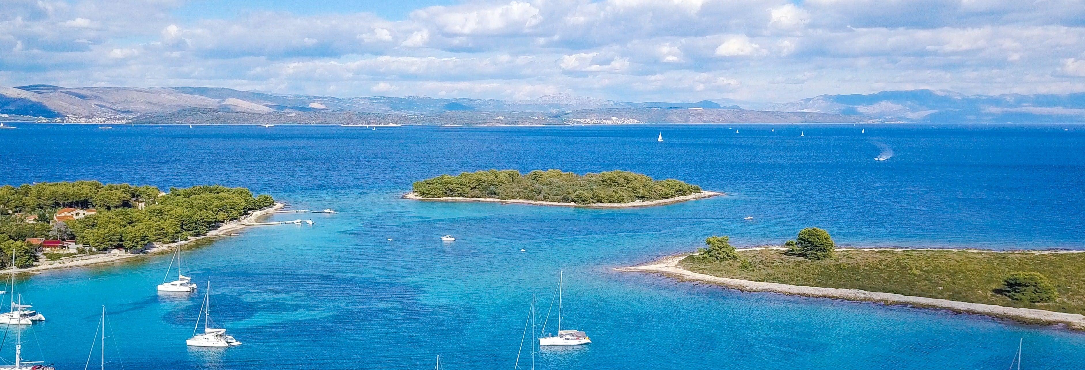 Excursão de barco ao Lago Azul
