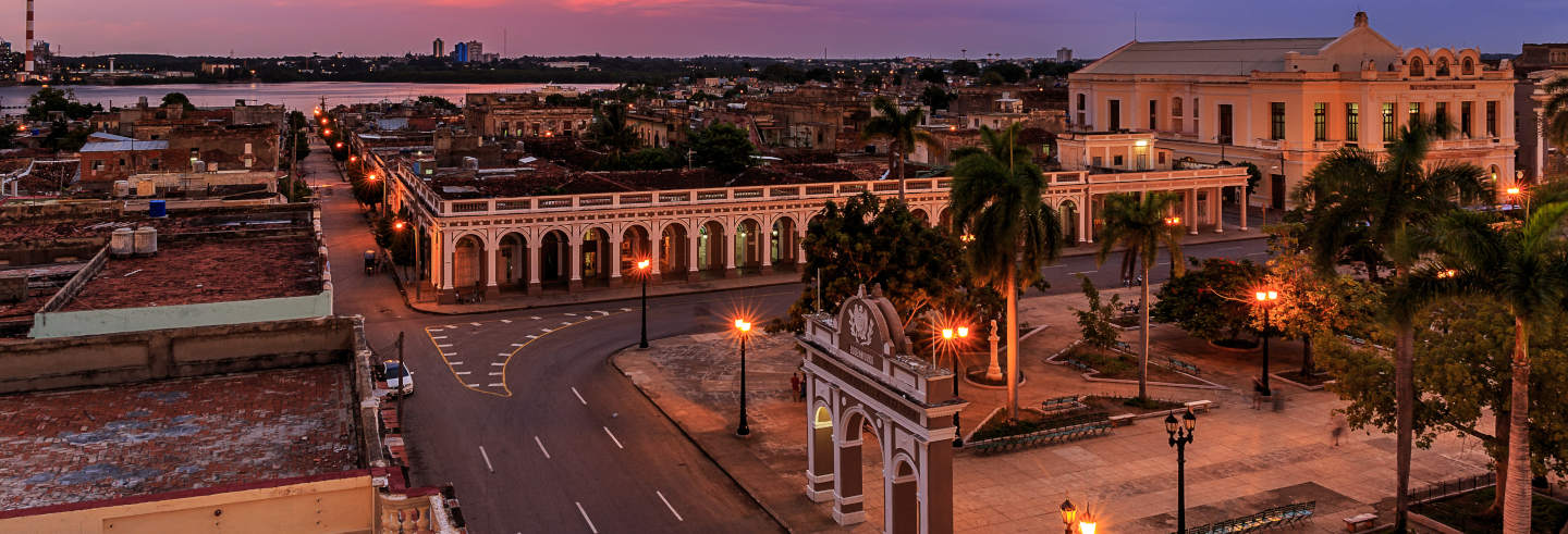 Tour nocturno por Cienfuegos con cena