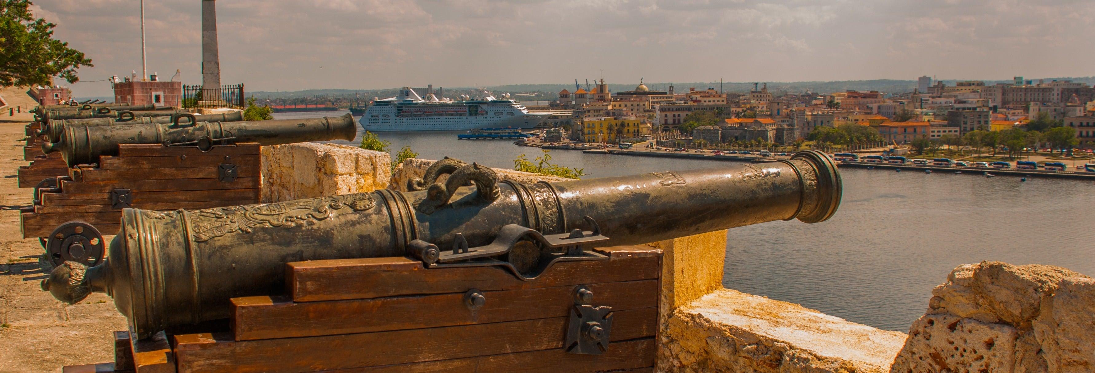Tour por La Habana Vieja, ceremonia del cañonazo y cena cubana