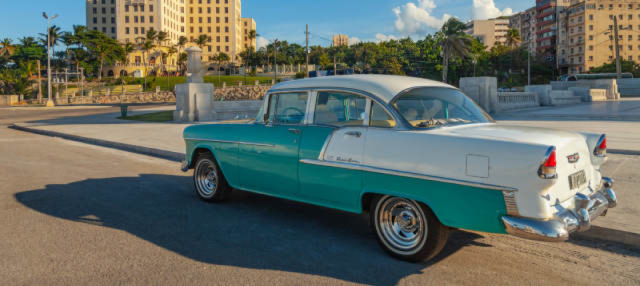 Balade en voiture d'époque dans La Havane