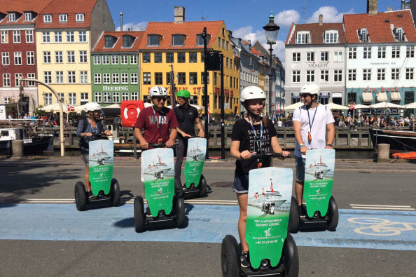 In segway lungo il canale Nyhavn