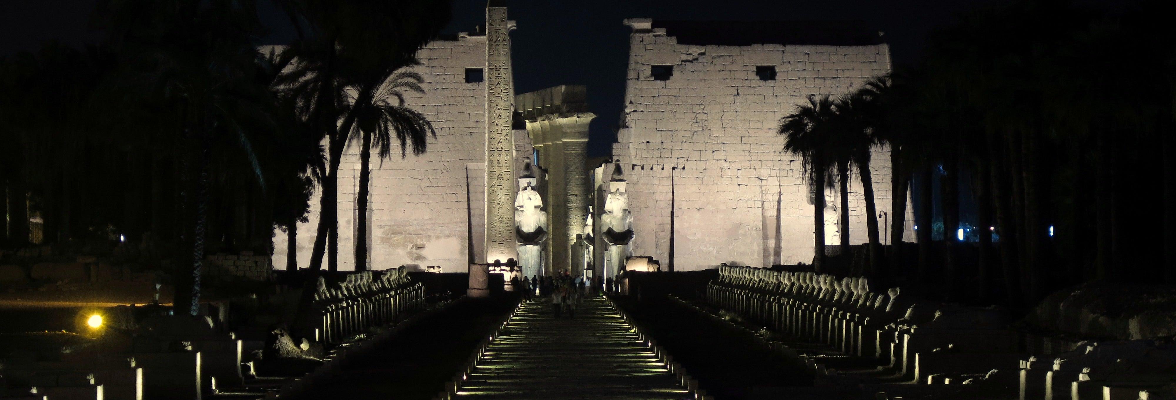 Espetáculo de luz e som no Templo de Karnak