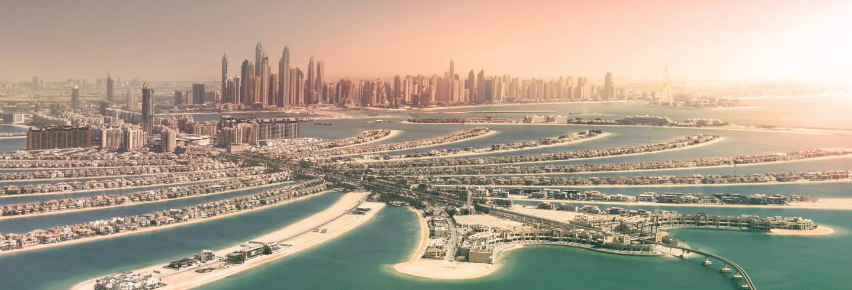 Cruzeiro ao entardecer por Dubai Marina
