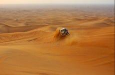 Safari por el desierto al amanecer