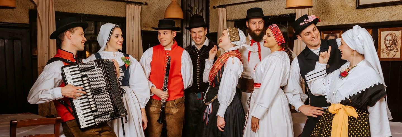 Jantar com espetáculo folclórico em Liubliana