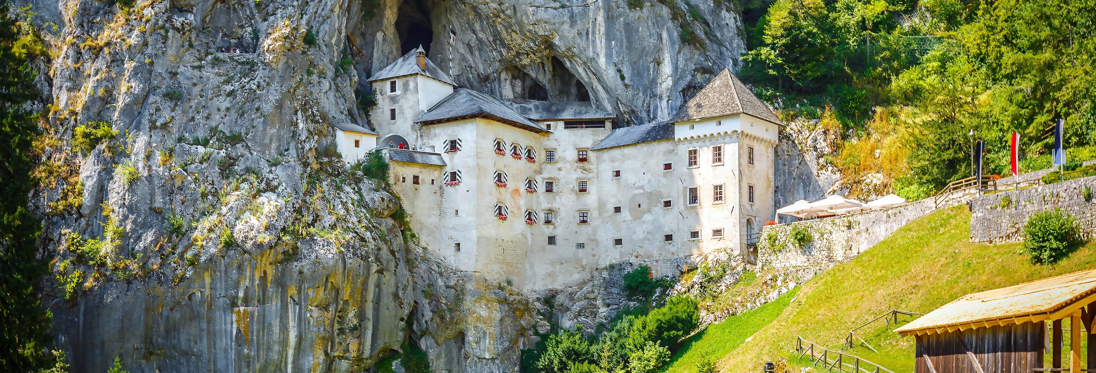 Escursione alle Grotte di Postumia e al Castello di Predjama