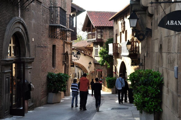 Exploring the typical Spanish streets in Poble Espanyol