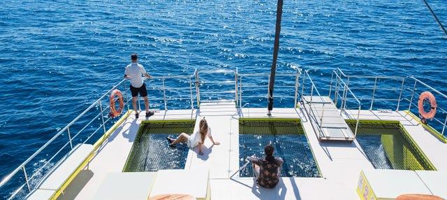 Paseo en catamarán al atardecer con música en directo