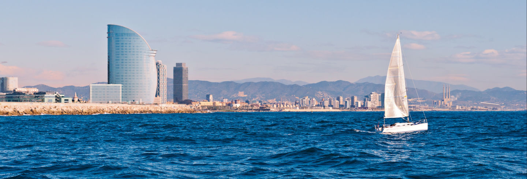 Giro in barca a vela a Barcellona