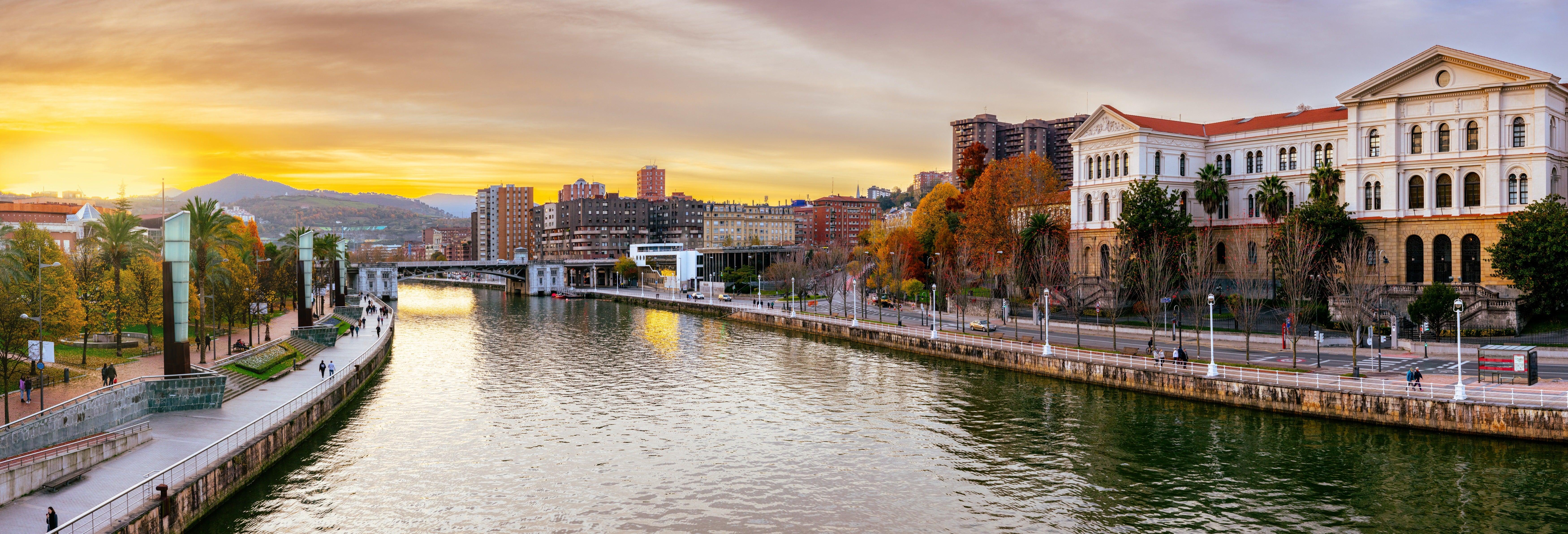Paseo en barco por Bilbao y Portugalete