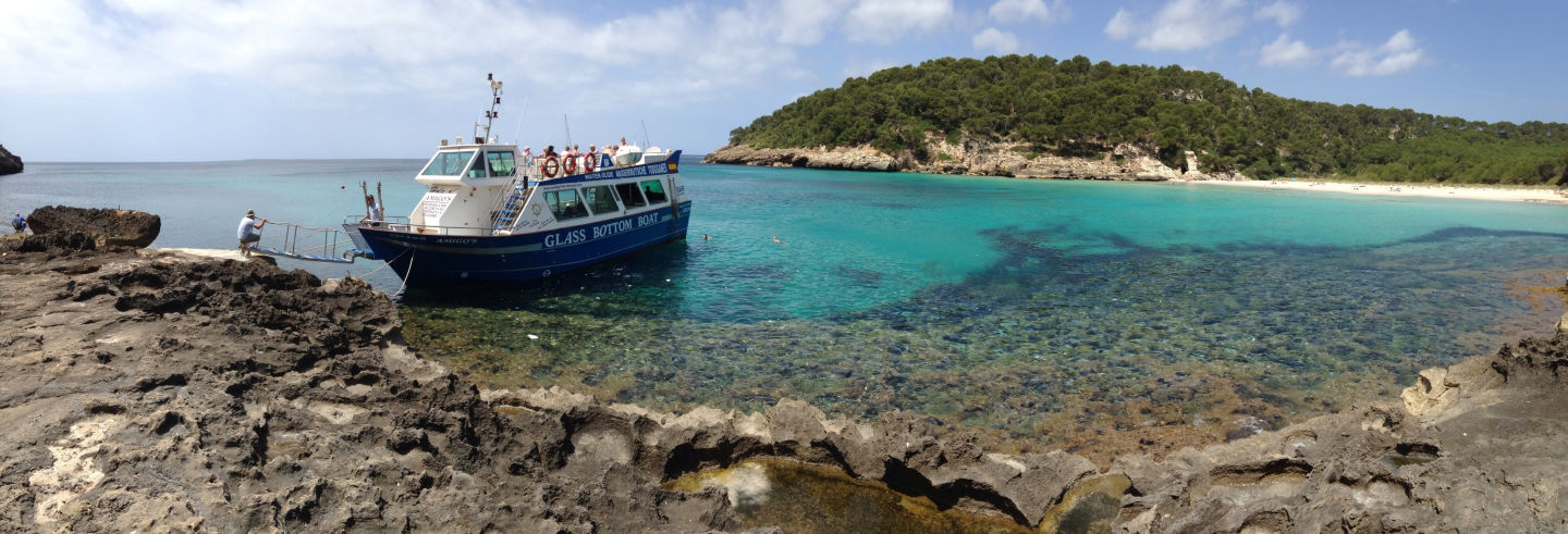 Passeio de barco pelo sul de Menorca saindo de Cala'n Bosch