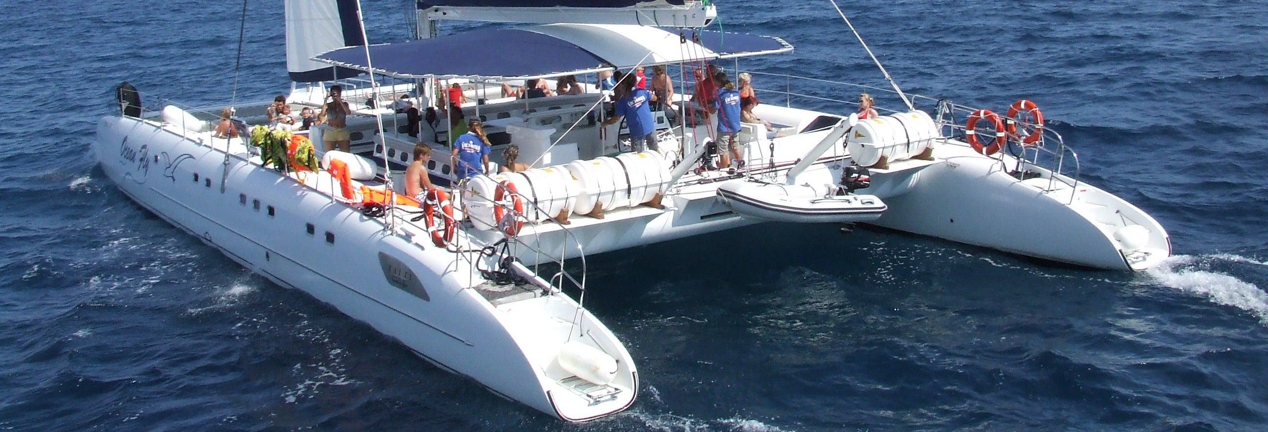Paseo de medio día en catamarán por Cambrils