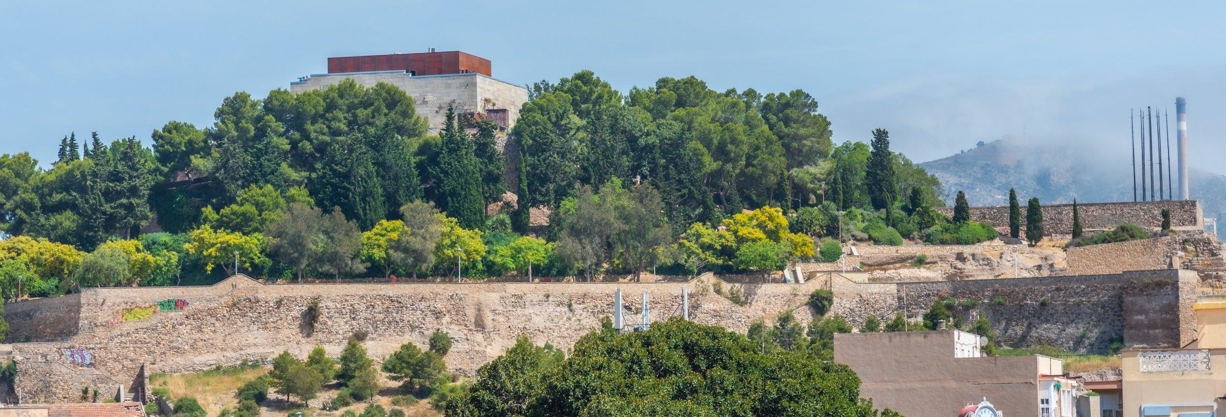 Ingresso do castelo da Concepción + Elevador panorâmico