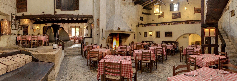 Visita guiada por el Mesón Cuevas del Vino con comida