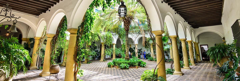 Visita ao Palácio de Viana e seus pátios