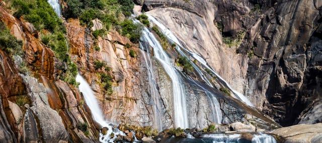 Excursión a la cascada de Ézaro en catamarán